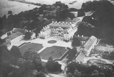 Pałac Finckensteinów w Kamieńcu, elewacja zachodnia z podjazdem przez ogród